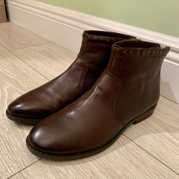 NEW GENUINE LEATHER ANKLE BOOTS (Size 8)